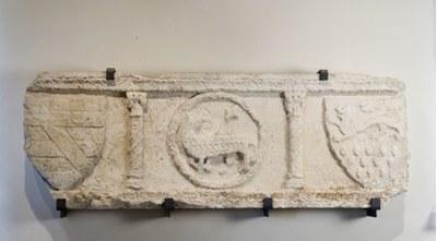 Monumento funebre con Agnus Dei