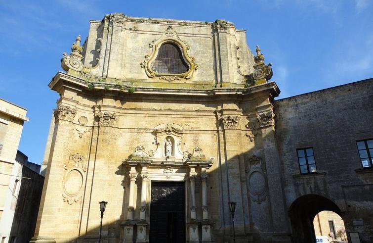 1024px-Chiesa_Madre_di_Tricase-755x491.jpg