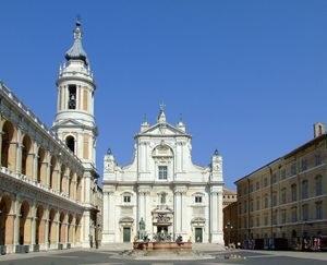 1112px-basilica_pontificia_della_santa_casa_di_loreto_2009350.jpg