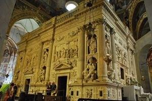 1200px-santuario_della_santa_casa_in_loreto_-_casa_santa_2009363.jpg