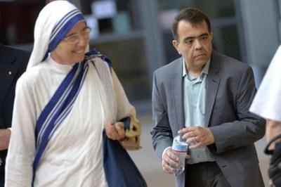 Marcilio Haddad Andrino assieme a una suoradella Congregazione delle Missionarie della Carità fondata da Madre Teresa
