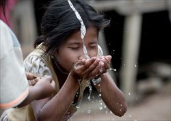 access_to_water_-_laos_2942788.jpg