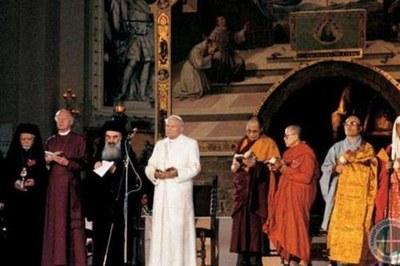 Ad Assisi Giovanni Paolo II e i leader religiosi in una delle passate edizioni dell'incontro internazionale