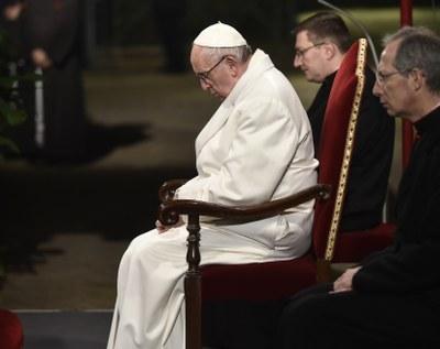 Papa segue la Via Crucis