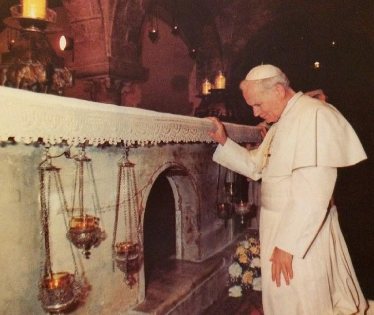 (F1) Giovanni Paolo II a Bari.jpg