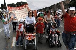 famiglia-interno-giancarlo-giuliani_2921865.jpg