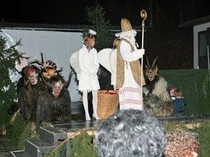 krampus_salzburg_with_bishop_and_angel_1997894.jpg