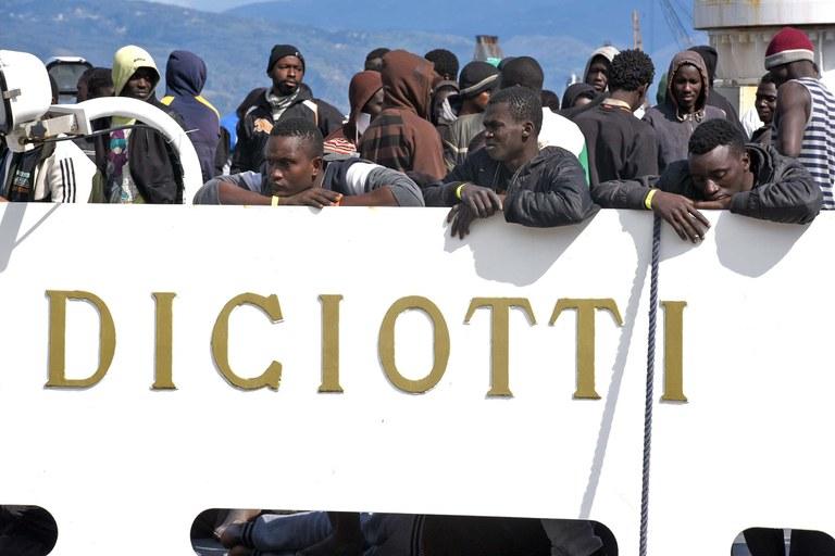 migrantiDIciotti.jpg