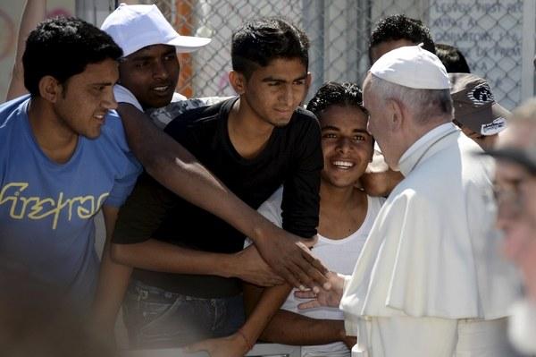 Il Papa a Lesbo. Foto Lapresse