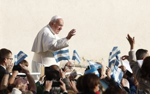 pope-francis-holds02_2678636.jpg
