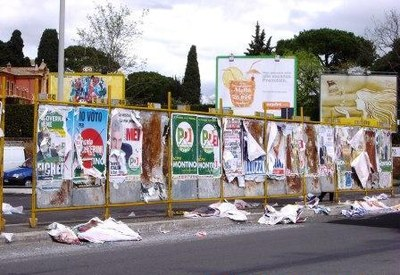 resti manifesti elettorali in municipio 18 Roma.jpg