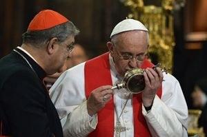 wpid-il-papa-a-napoli-si-scioglie-il-sangue-di-san-gennaro-0_1528262.jpg
